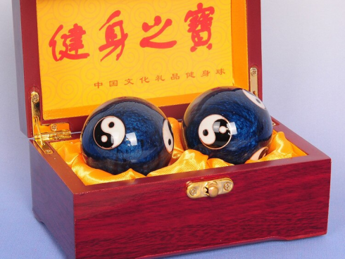 2Pcs Chinese Stress Exercise Hand Balls
